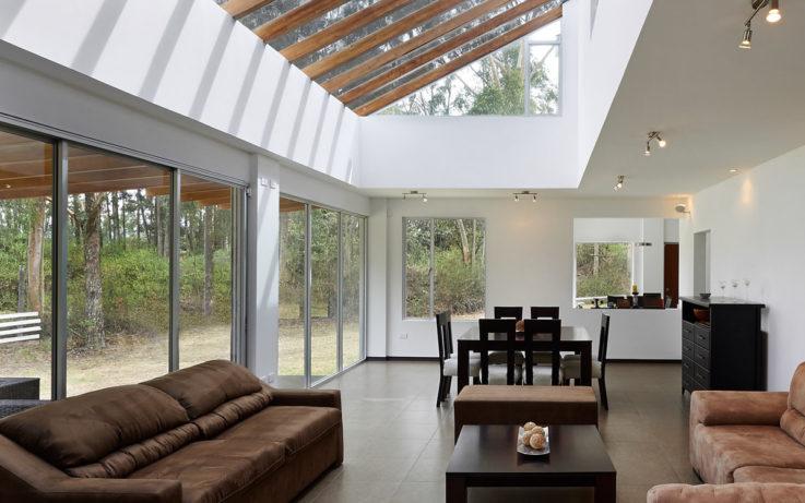 veranda-epuree-en-bois-et-aluminium